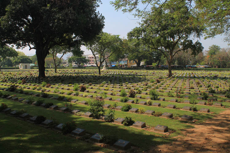 Things to do in Kanchanaburi, Thailand -- WW2 cemetery