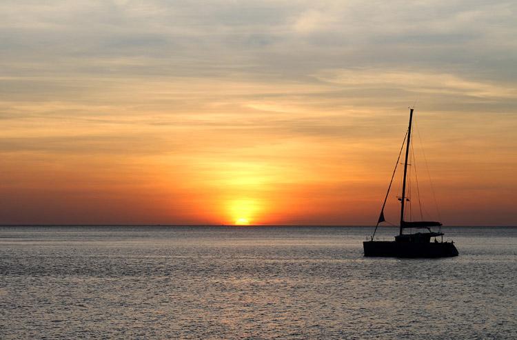 Long Beach, Koh Phi Phi, Tailandia: una puesta de sol impresionante