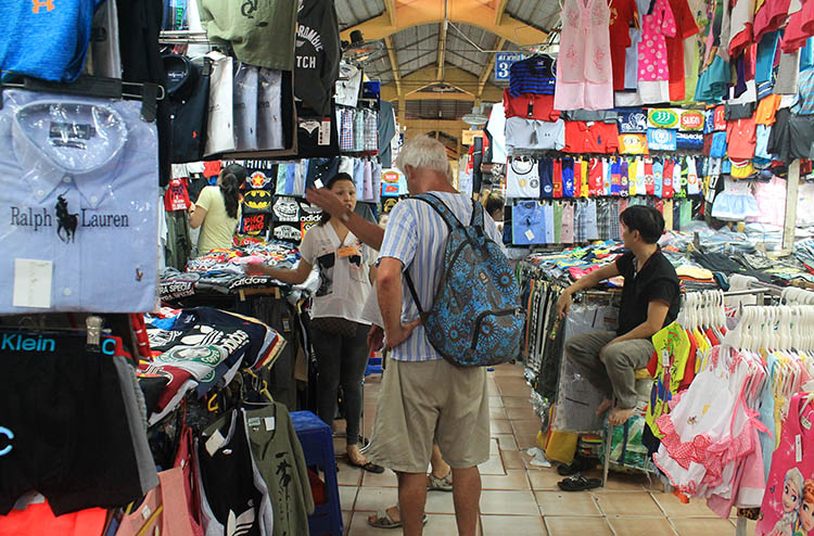 Backpacking in Vietnam: A market in Saigon