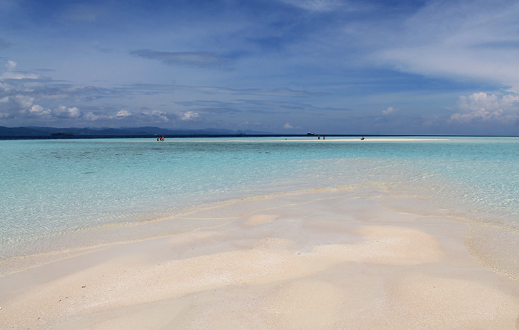 The stunning sandbar beach of Pasir Timbul, Indonesia