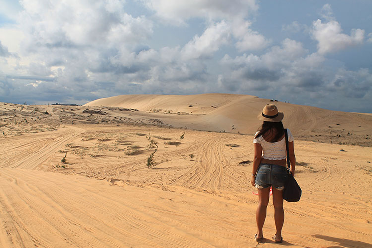 The Mui Ne sand dunes tour: The white dunes