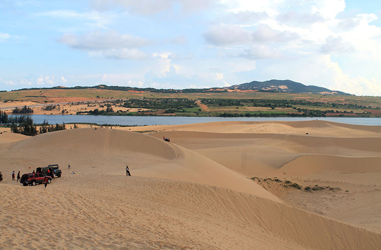 The Mui Ne sand dunes tour, Vietnam: Relaxing at the White Dunes