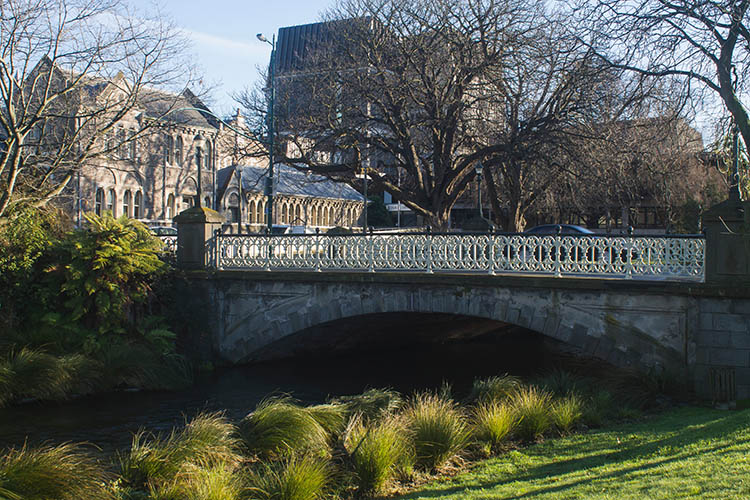 Things to do in Christchurch, New Zealand -- walking by the Avon River