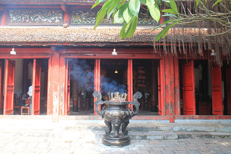 Things to do in Hanoi, Vietnam -- Hoan Kiem Lake temple