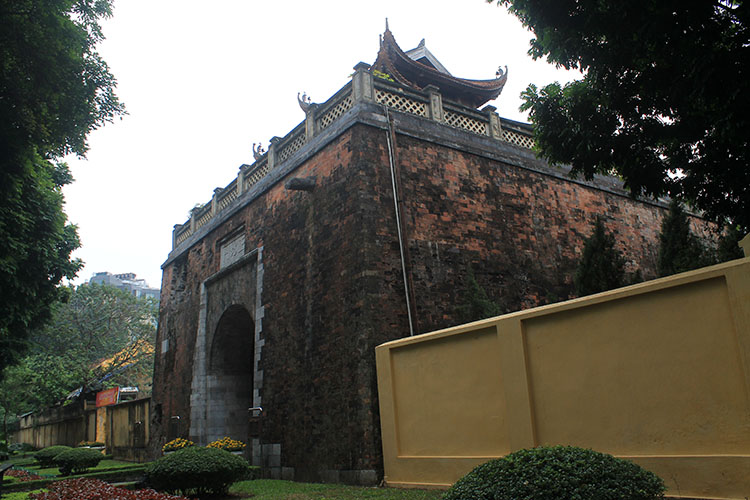 Things to do in Hanoi, Vietnam -- Tang Long Citadel gate