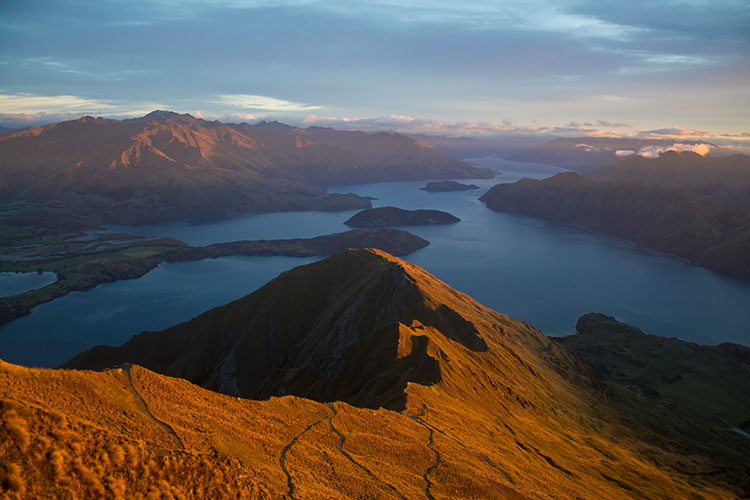 Two week New Zealand itinerary: Roys Peak hike