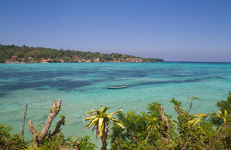 Blue water at Nusa Lembongan, Indonesia